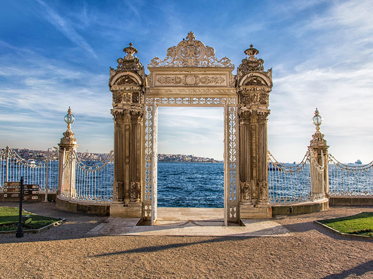 Photo Dolmabahce Palace Gate Istanbul