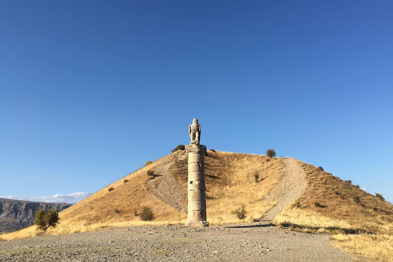 Tour Photos Mount Nemrut Karakus Tumulus