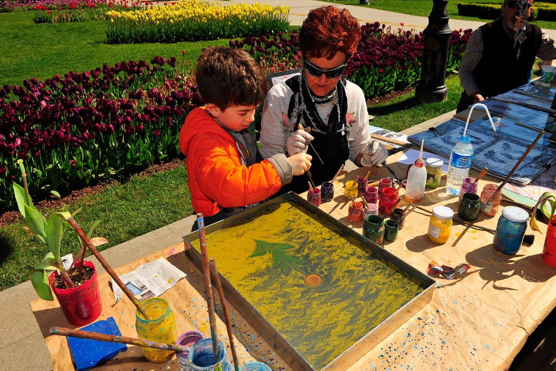 Tour Photos Kid Learning Ebru Art in Istanbul