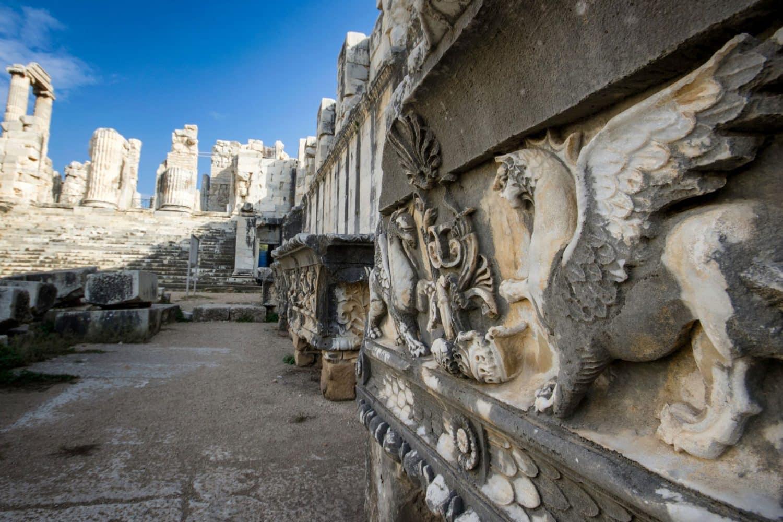 Tour Photos Apollon Temple Didyma - Dragon Relief